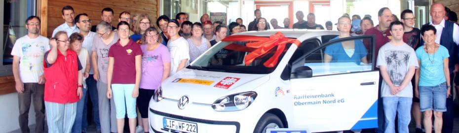 Bild Übergabe Fahrzeug; Regens Wagner; Raiffeisenbank Obermain Nord eG