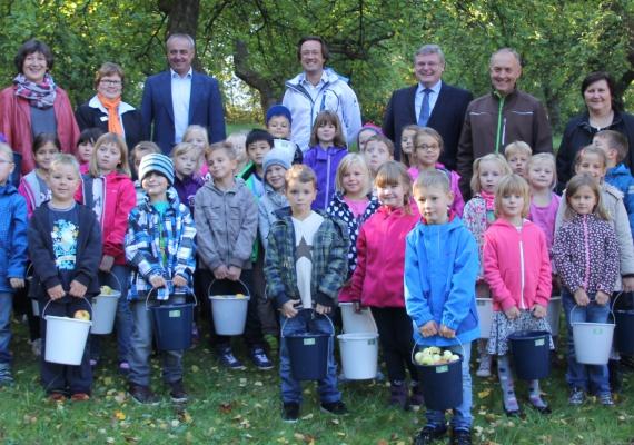 Die von den Schulkindern gepflückten Äpfel wurden durch die Plassenburg Kelterei eG zu reinem Apfelsaft verarbeitet.