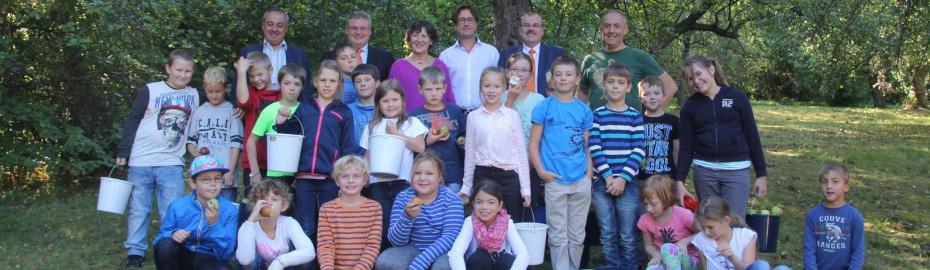 Apfelsammelaktion, Grundschule Altenkunstadt, Raiffeisenbank Obermain Nord eG