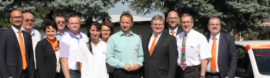Gruppenfoto von der Übergabe Diakonie Mainleus und Raiffeisenbank Obermain Nord eG