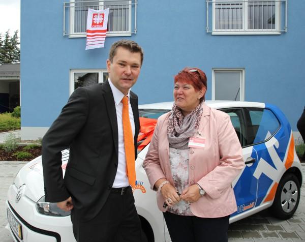 Leiter Vertriebsmanagement Holger Funke zusammen mit HPZ-Gesamtleiterin Maria Wiehle