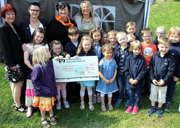 Spendenübergabe, Kindergarten Arnstein