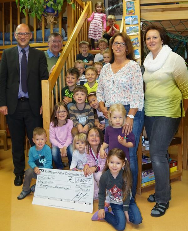 Bild von der Spendenübergabe - Kindertagesstätte Sternschnuppe