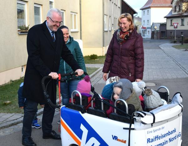 Spendenübergabe, Kindertagesstätte Hochstadt, Raiffeisenbank Obermain Nord