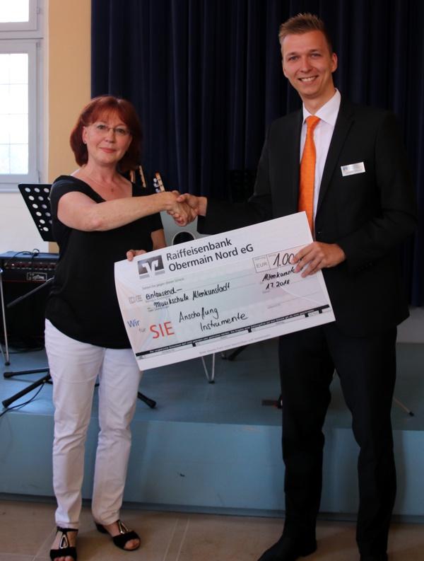Übergabe Spendenscheck, Musikschule Altenkunstadt, Larissa Eggloff
