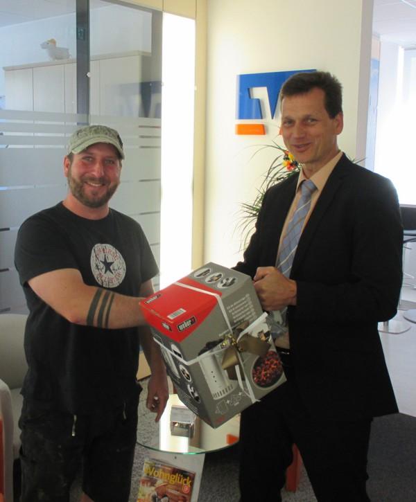 Unser Gewinner aus Marktgraitz freut sich zusammen mit Markus Heid