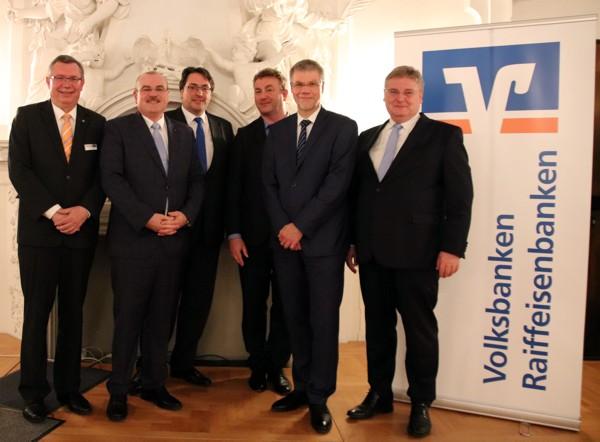 Vorstandsmitglieder der Banken im Kreisverband Lichtenfels zusammen mit Dr. Jan Holthusen